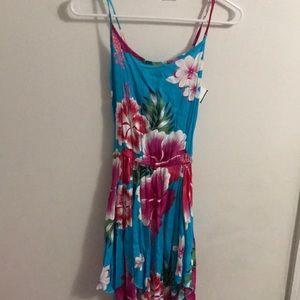 Dresses & Skirts - Floral knee length summer dress